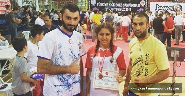 Kick Boks Milli Takımına 2 Sporcu
