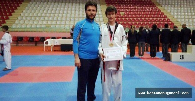 Taekwondo'da Onur Talha Birinci Oldu