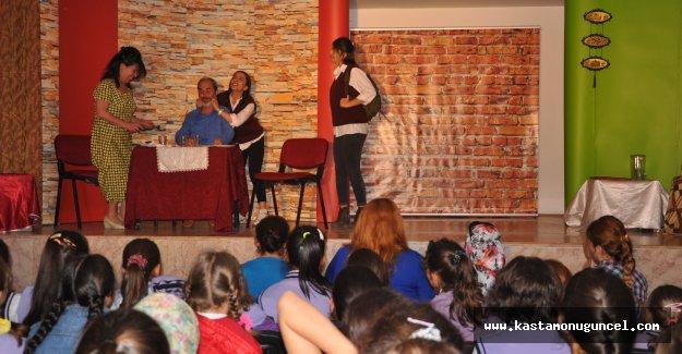Pınarbaşı'nda Tiyatro Oyunu Sergilendi
