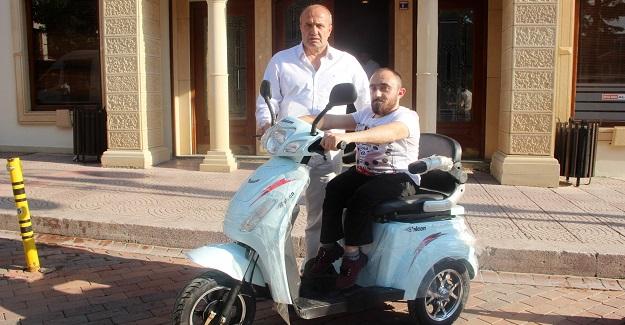 Başkan Arslan'dan elektrikli mobilet