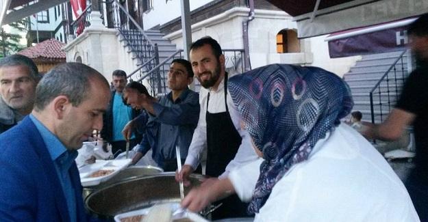 Şeyh Şaban-ı Veli gönülleri iftar sofrasında buluşturdu