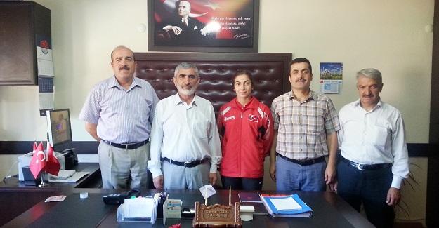 Dünya Şampiyonası öncesi Kübra'dan ziyaretler