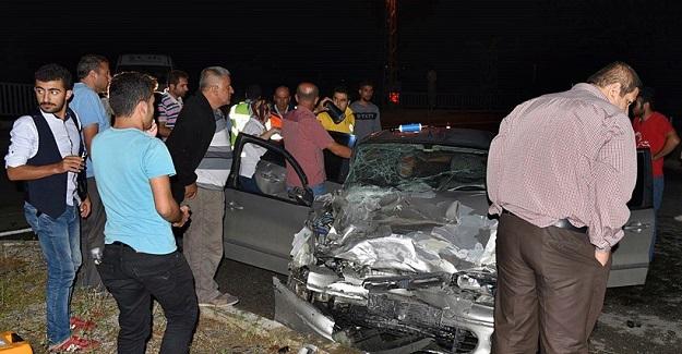 Kamyonet ile otomobil çarpıştı, yaralılar yola saçıldı
