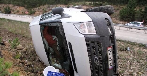 Kastamonu'da minibüs şarampole devrildi: 2 yaralı