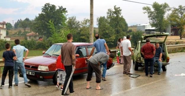 Kazaya yardım etmek isterken kaza yaptılar