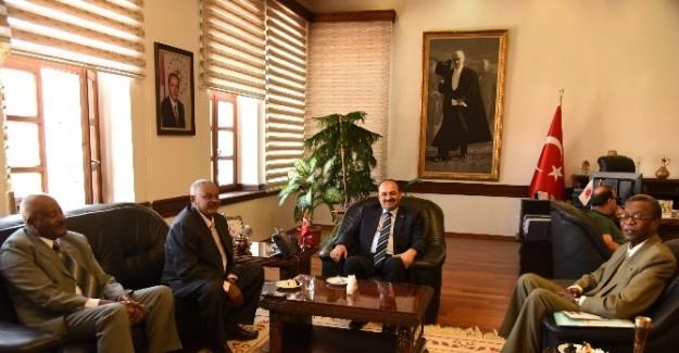Sudan'dan gelen heyet, Rektör Aydın'ı ziyaret etti