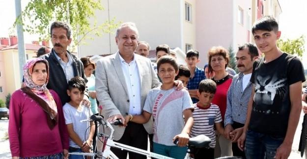 Başkan Babaş'tan çocuklara bayram hediyesi
