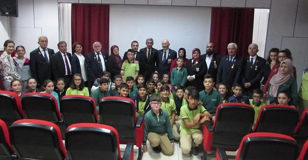 Gazilerimizden Merkez Ortaokulu'na anlamlı ziyaret