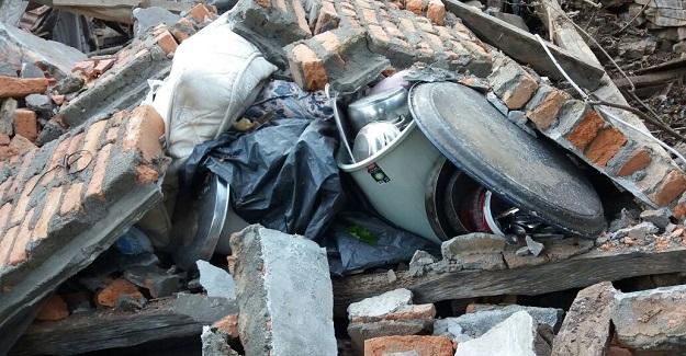 Kastamonu'da evi yıkılan aile yardım bekliyor