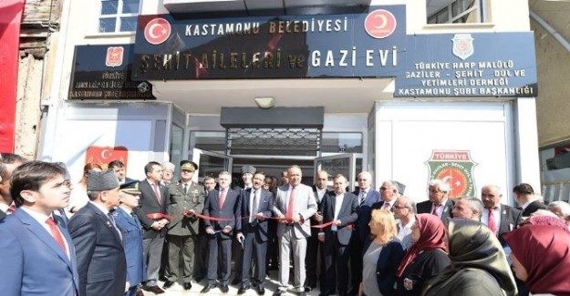 Şehit Aileleri ve Gaziler Evi açıldı