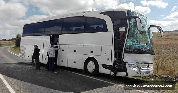 Yolcu otobüsü kamyona çarptı: 3 yaralı