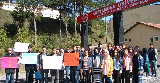 Çatalzeytin MYO öğrencileri sessiz yürüyüş yaptı