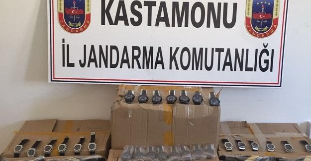 Jandarma 7 bin 500 kaçak kol saati yakaladı