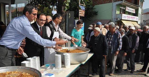 Pınarbaşı'da aşure dağıtıldı