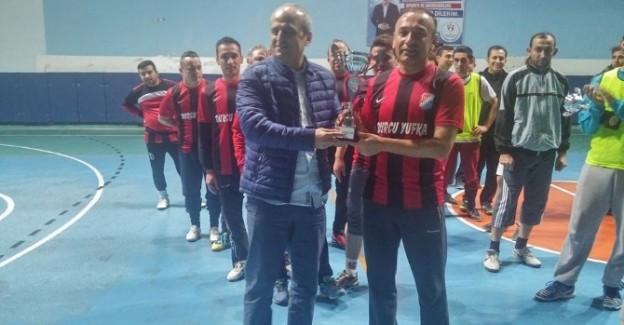 Futsal turnuvasında Tosya Belediyespor şampiyon oldu