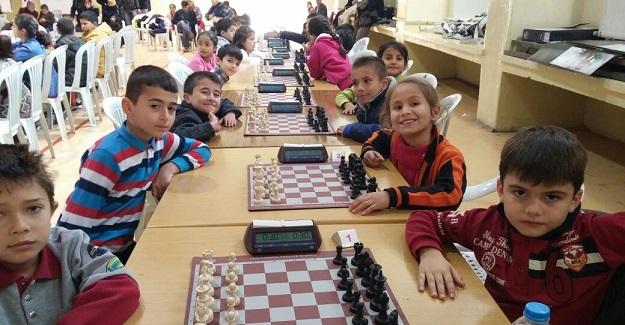 Öğrenciler öğretmenleri için yarıştı