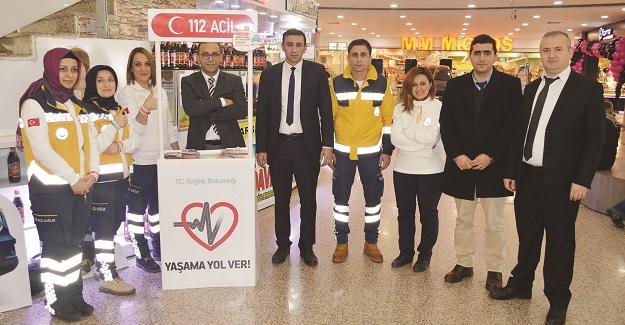 112 Acil Servis Ekipleri, 'Yaşama Yol Ver' standı açtı