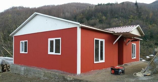 9 çocukla barakada yaşayan aile, yeni evine kavuştu