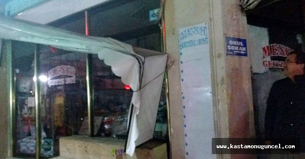 Kastamonu'da fırtına ve sağanak yağış hayatı felç etti
