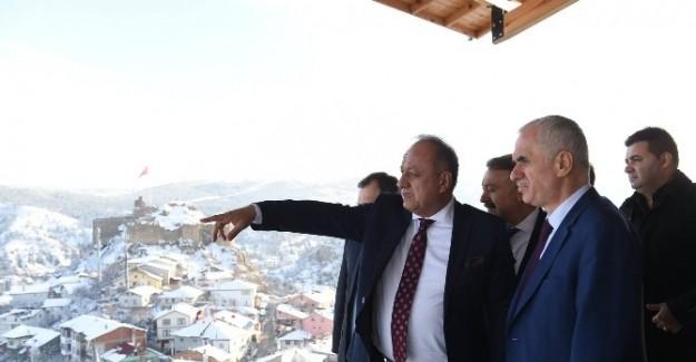 Kaya, Kastamonu Belediyesi'nin projelerini gezdi