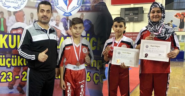 Kick Boks'tan 3 madalya geldi