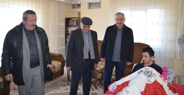 Siyasi parti temsilcileri yaralı polisi ziyaret etti