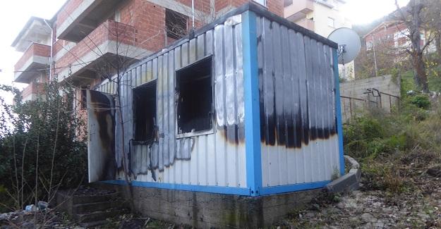Yaşlı adamın kaldığı konteyner yandı