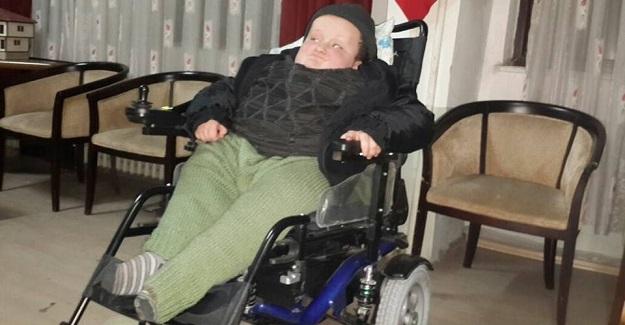 10 yaşındaki Sefa, tekerlekli sandalyesine kavuştu