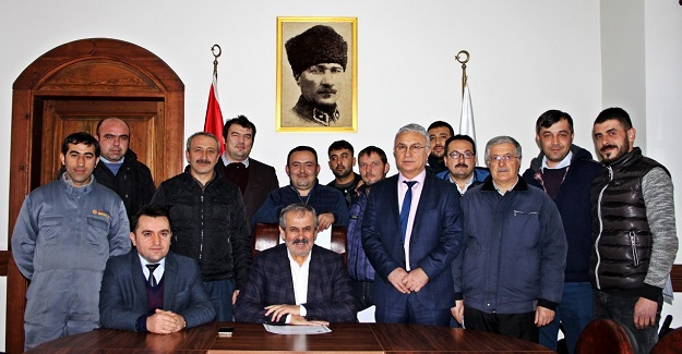 Başkan'dan belediye personeline takdirname