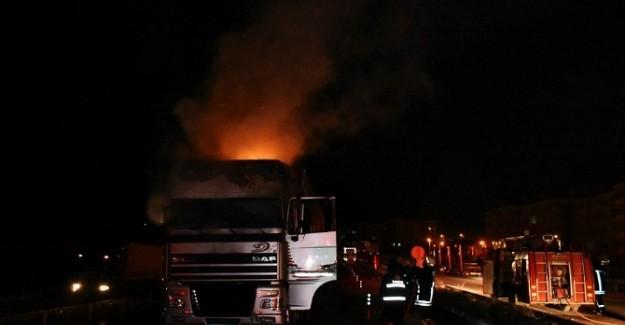 Kastamonu'da beyaz eşya yüklü tır yandı