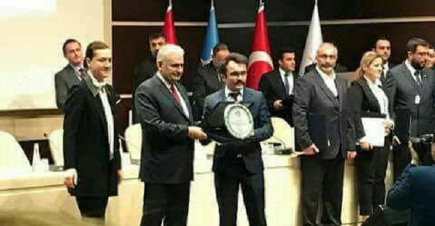 Özata'ya ödülünü Başbakan Yıldırım verdi
