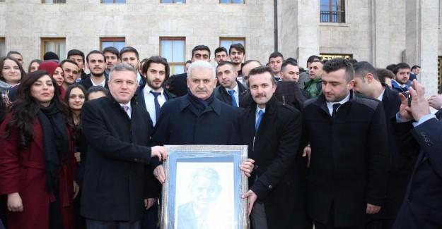 AK Gençlik'ten Başbakan'a özel karakalem çalışması