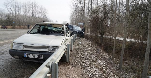 Cenaze yolunda kaza: 1'i ağır 3 yaralı