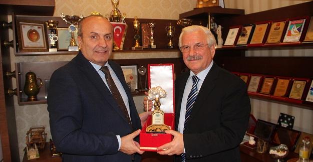 Emekli Vali İngenç'ten Başkan Arslan'ı ziyaret