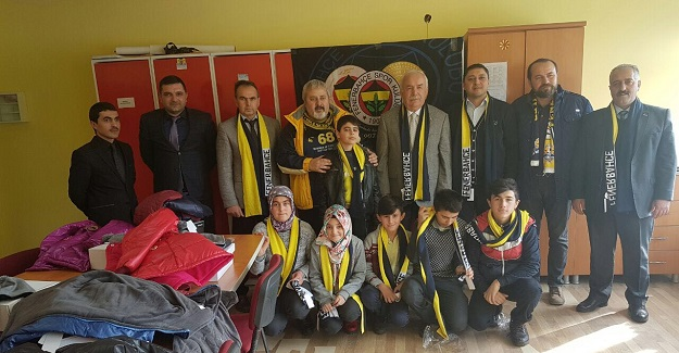 Fenerbahçeliler Derneği'nden öğrencilere hediye paketi