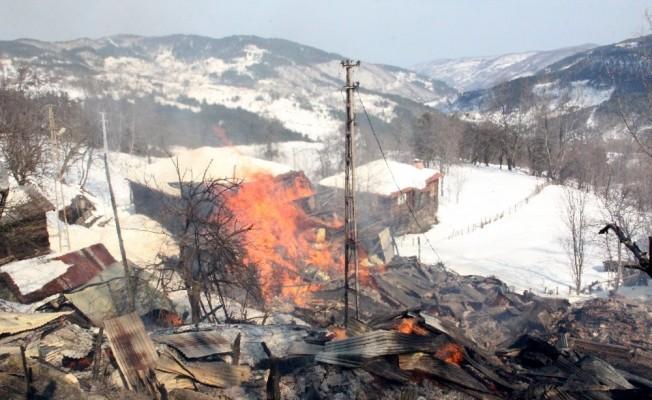 Kastamonu'da yangın: 7 ev kül oldu!