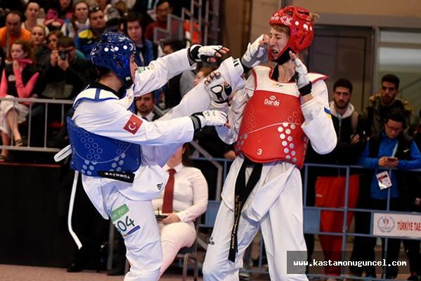 Taekwondo'da madalya yağmuru