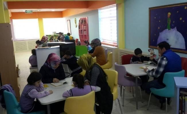 """Pınarbaşı'da """"Ailemle Okuyorum"""" projesi başladı"""