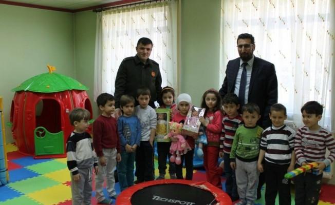 Araç'ta Kuran Kursuna giden çocuklar için pasta kesildi
