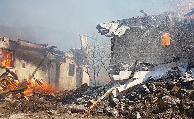 Bu köyde 27 ev birden yandı!