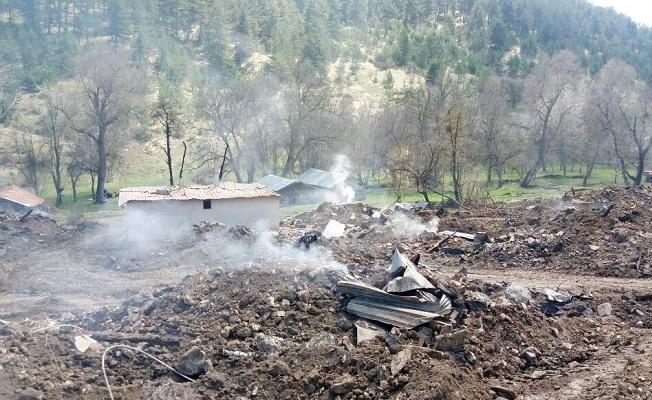 Çorum'da köy yangını: 45 ev alevlere teslim oldu