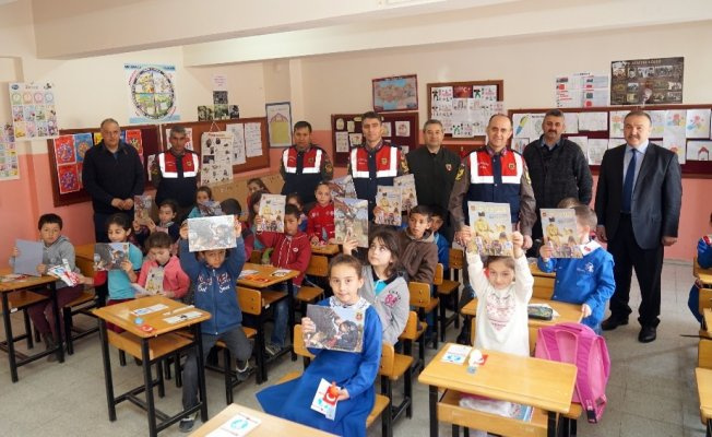 Jandarma, 23 Nisan'da çocukları unutmadı