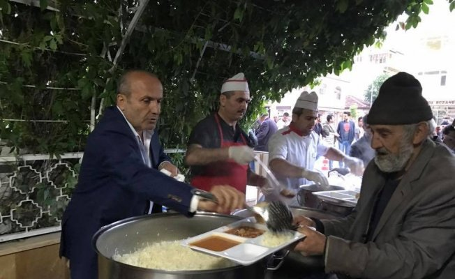 Başkan Arslan, ilk iftarını çadırda açtı