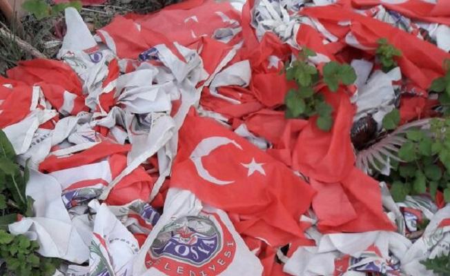 Çöpe atılan Türk Bayrakları tepki topladı