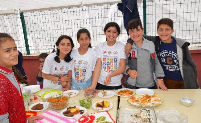 Hanönü'de yatılı okuyan öğrenciler yararına kermes düzenlendi