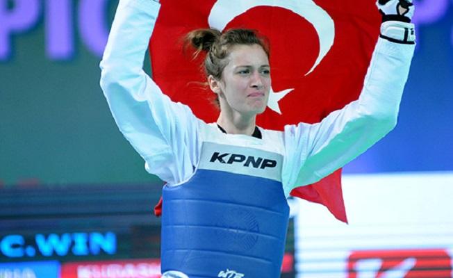 Bir Dünya Şampiyonluğu daha! Zeliha Ağrıs