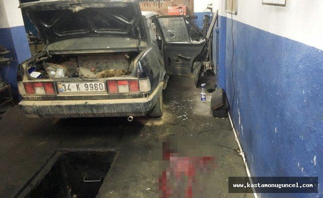 Aracın koltuklarını sökerken patlayan silahla yaralandı