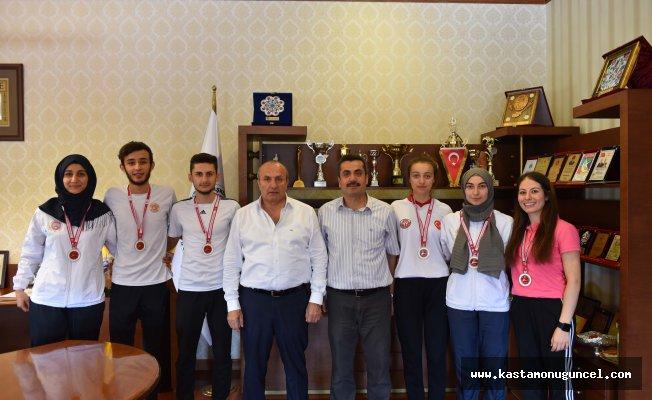Şampiyon Kıckbokscular, Kaymakam Yüksel ve Başkan Arslan'ı ziyaret etti