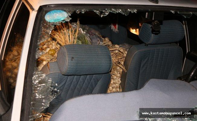 Sarımsak dolu araç kaza yaptı: 2 yaralı