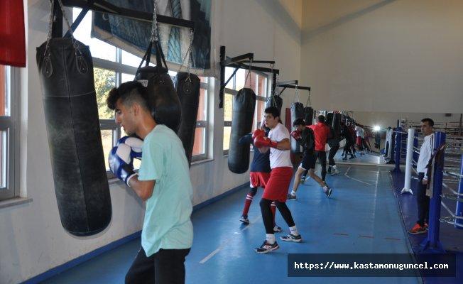 Genç milli boksörlerin Kastamonu kampı başladı